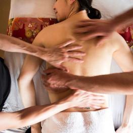4 hands motion